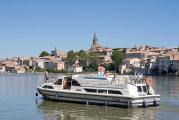 Le Boat, företaget, Operatör, Båtsemester